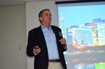 Economista Roberto Luis Troster fala sobre cenário econômico para associados